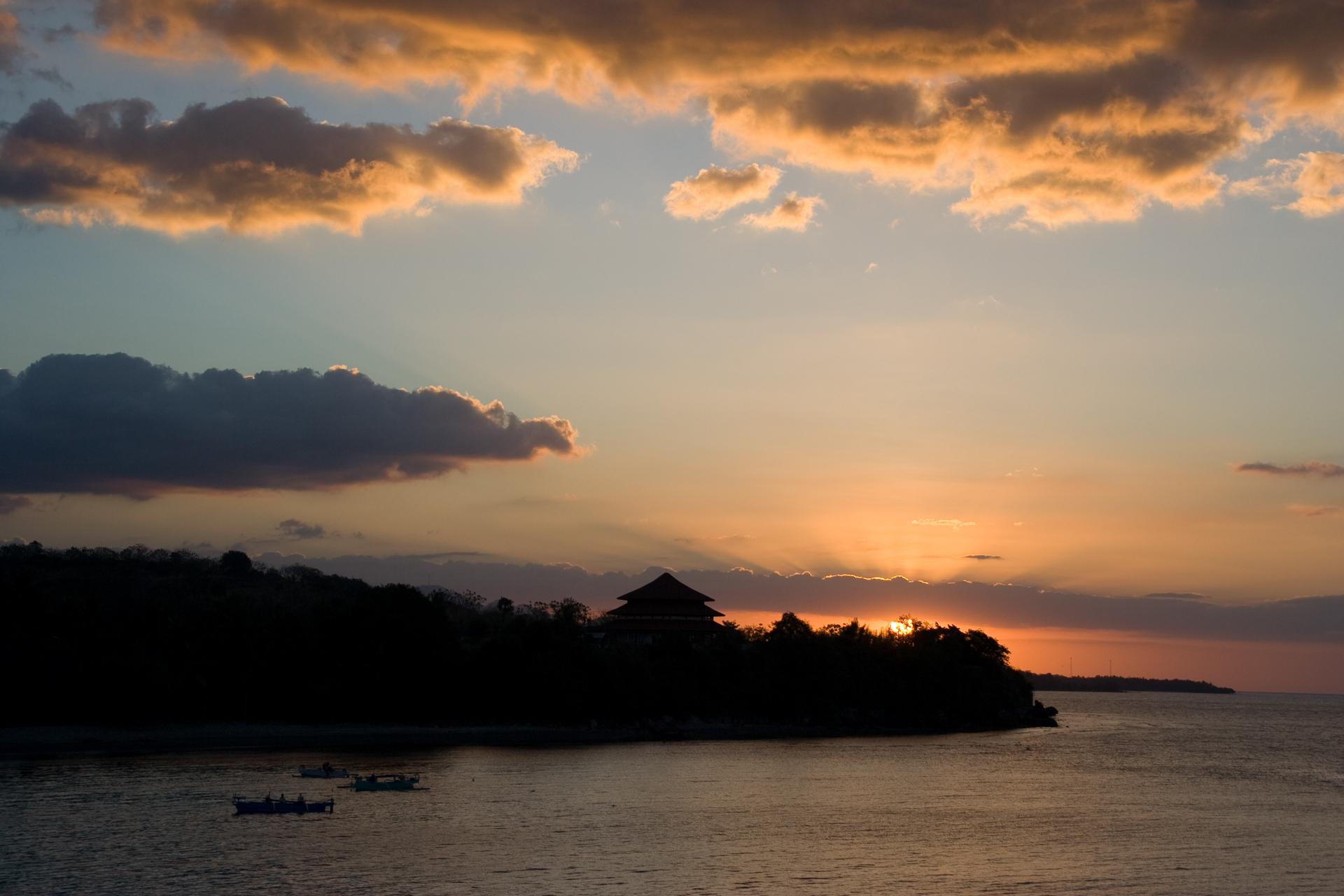 Fotograaf: Astrid Sanders 'Zonsondergang op Sumbawa'