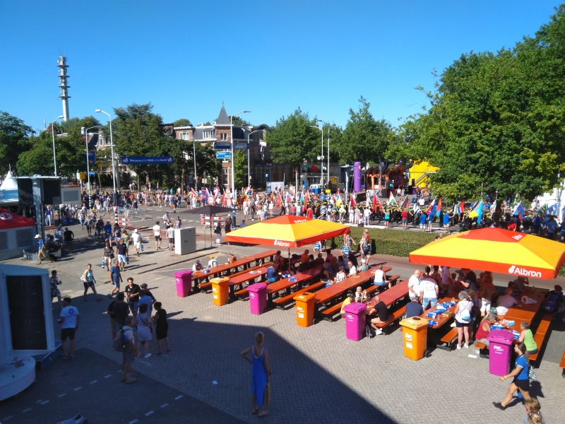 Fotograaf: Carry - Laatste groep vlaggenparade